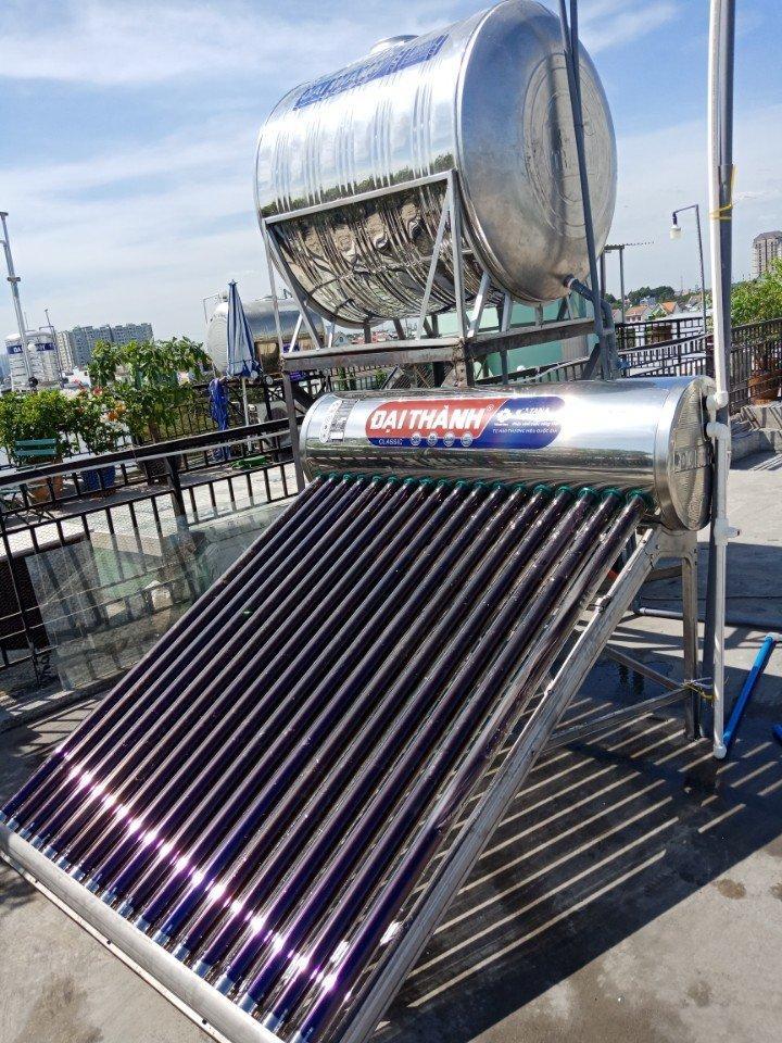 Hình ảnh lắp xong máy nước nóng năng lượng mặt trời