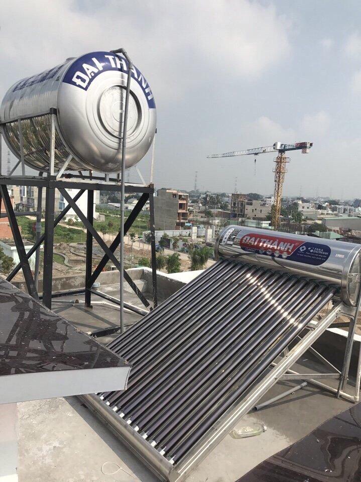 Hình ảnh sau khi lắp đặt máy nước nóng năng lượng mặt trời tại Quận Tân Phú.