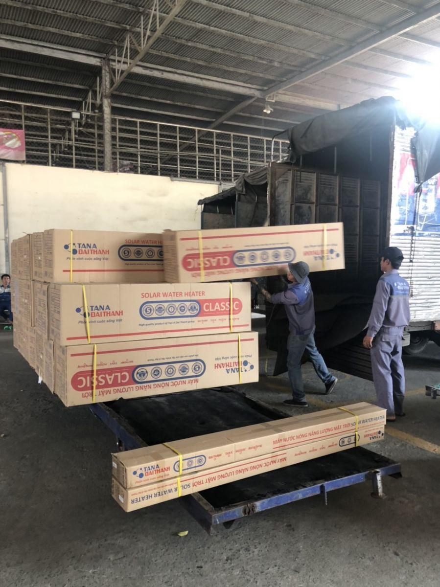 xe giao máy năng lượng mặt trời tại tiền giang